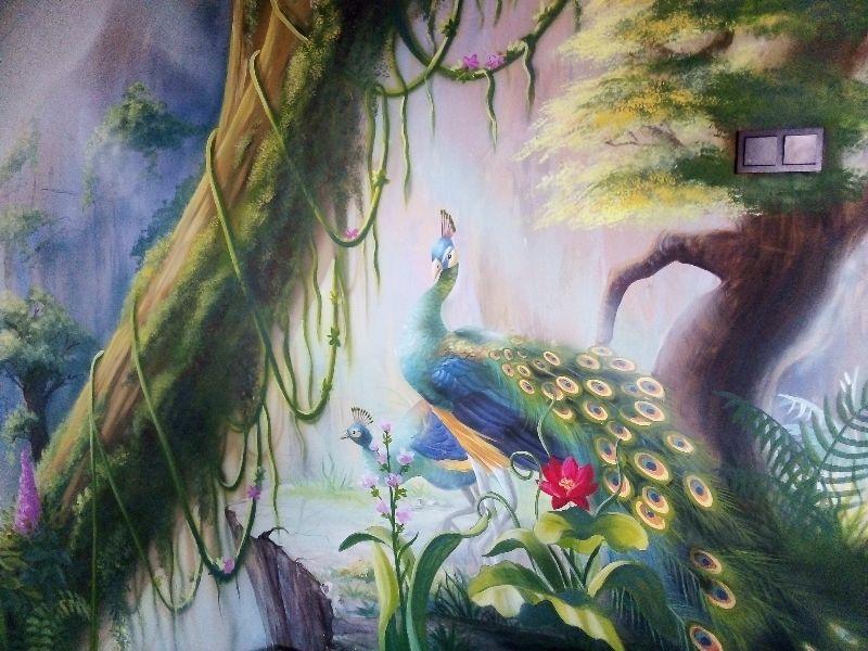 Pawie w ogrodzie, mural z pawiami